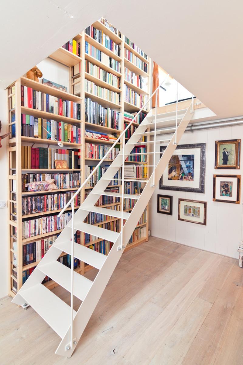 【やっぱ計画性】階段脇の作り付けの巨大本棚 住宅デザイン