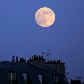 屋上から月.png