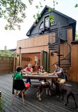 ダイニングキッチン,テラス,全開放,ガラスドア,屋外螺旋階段