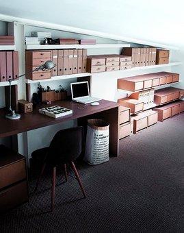 屋根裏部屋,ロフト,斜め天井,書斎,ワークスペース,包まれ感,雰囲気,倉庫