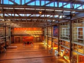 ロフト,倉庫,オフィス,ガラス張り,吹き抜け,雰囲気