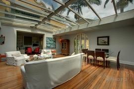 リビング,天井,ガラス張り,天窓,サンルーム,シェード,カーテン,開放感
