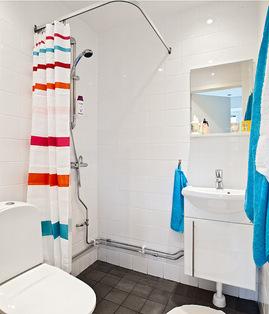 広いワンルームのシャワーとトイレ.jpeg