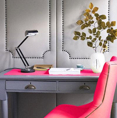蛍光ピンクのテーブルマットと椅子カバー.jpeg