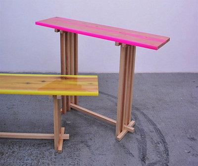 蛍光色に塗ったテーブル.jpeg