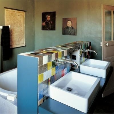 ツイン洗面台付きの浴室.jpg