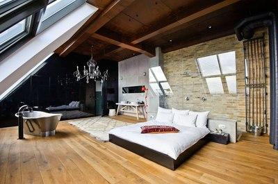 大空間のロフトのベッドルーム.jpeg