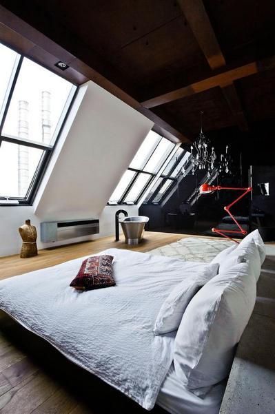 天窓のある寝室.jpeg