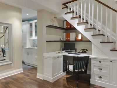 階段下の隙間の書斎.jpg