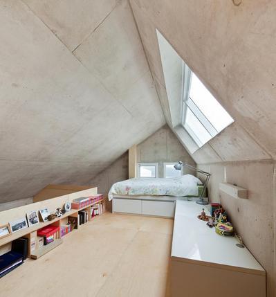 シンプルなロフトのベッドルーム.jpg