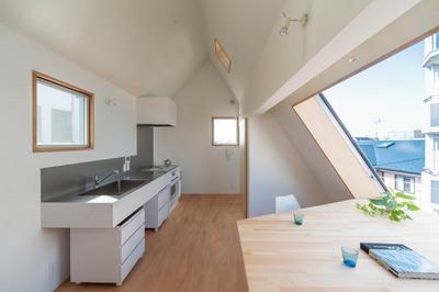 斜め天井のリビングの窓2.jpg