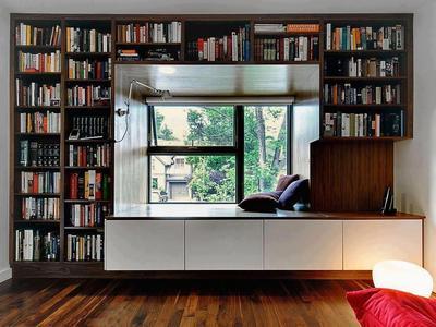本棚に囲まれたニッチのデイベッド.jpeg