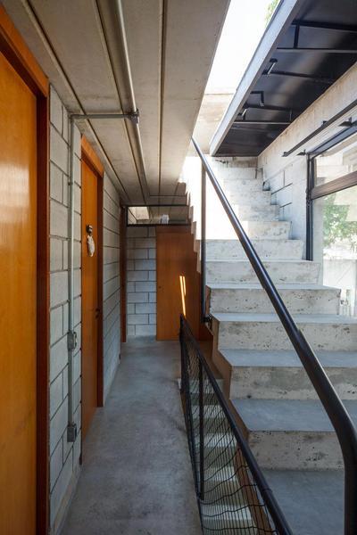 階段の上の個室.jpg