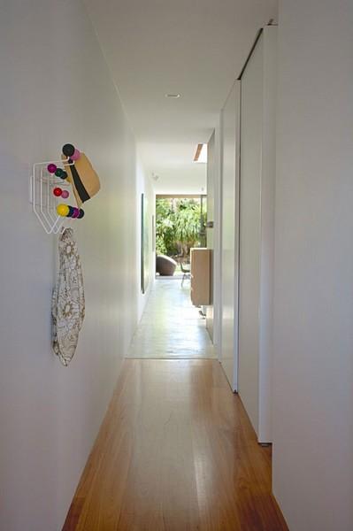うなぎの寝床状の長い廊下.jpeg