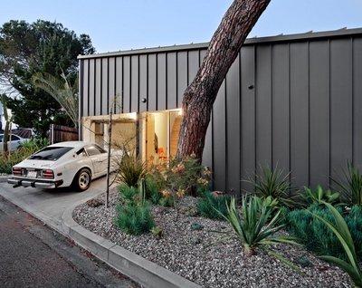 小さい家に大きな部屋の外観1.jpg