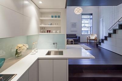 マンハッタンの狭小住宅のリビングダイニング2.jpg