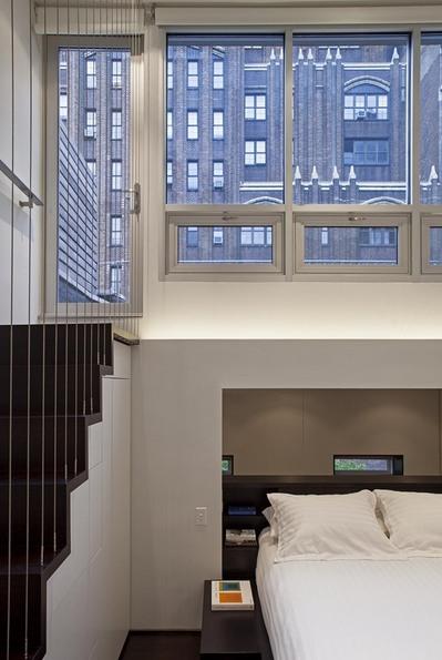 マンハッタンの狭小住宅のロフトテラス.jpg