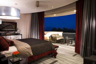 寝室に隣接したバルコニーの屋外リビング.jpg