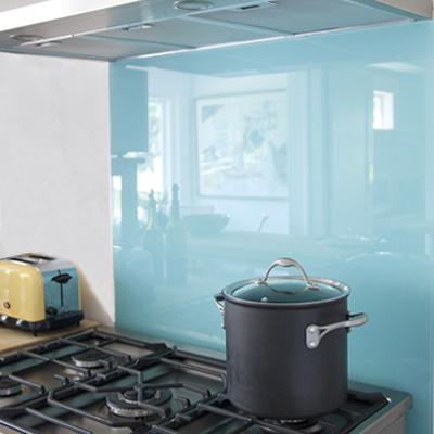 カラーガラスでキッチンの壁をDIYリフォーム.jpg