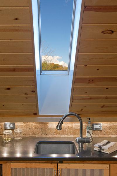 ロフトのキッチンの天窓.jpg