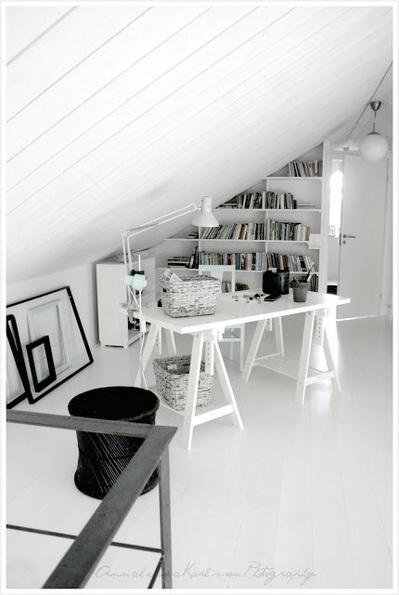 ロフトのシンプルな書斎1.jpg