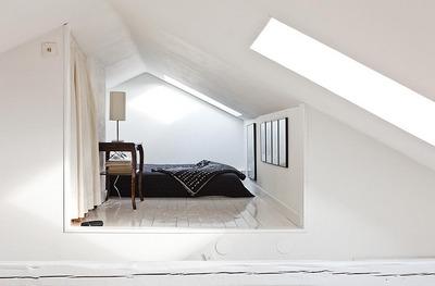 吹き抜け上の寝室1.jpg