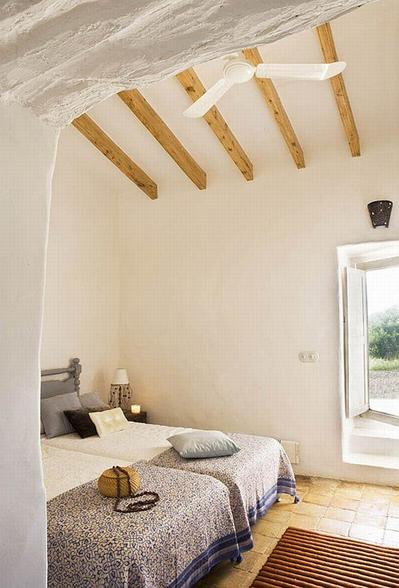 スペインの伝統的な家屋のベッドルーム.jpg