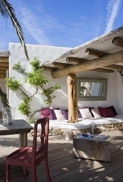 スペインの伝統的な家屋の庭.jpg