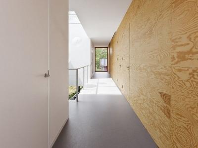 パイン材パネルの家の廊下.jpg