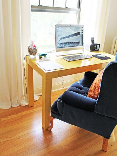 フカフカの一人掛けソファとワークデスク.jpg