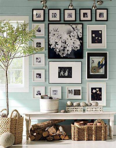 壁面に確保された写真を飾るためのスペース.jpg