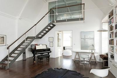 天井の高い広大なベッドルーム3.jpg