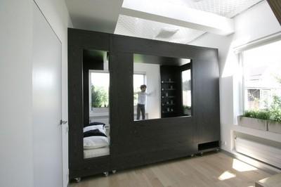 構造体で区切られた居室1.jpg
