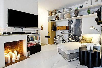 白と黒のリビングとフェイク暖炉.jpg