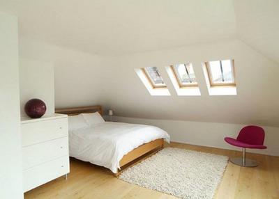 3つ並んだ寝室の天窓.jpg