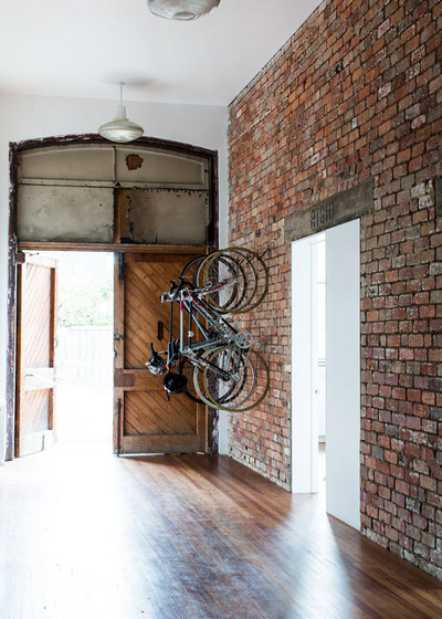 玄関脇の自転車ラック.jpg