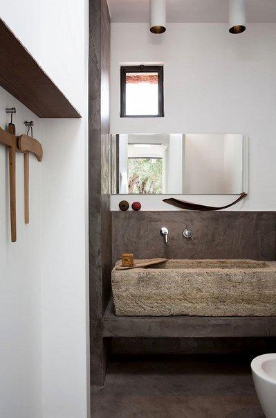 石と木の洗面所.jpg