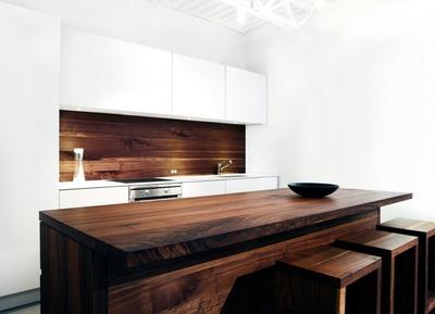 ウォルナットとタモ材のキッチンカウンターとスツール.jpg