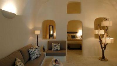 ギリシャの白い壁と照明.jpg