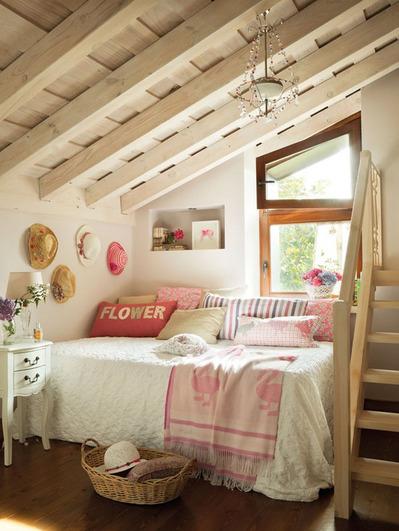 ロフトの包まれ感のあるベッドルーム.jpg