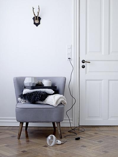 一人掛けソファのある空間.jpg