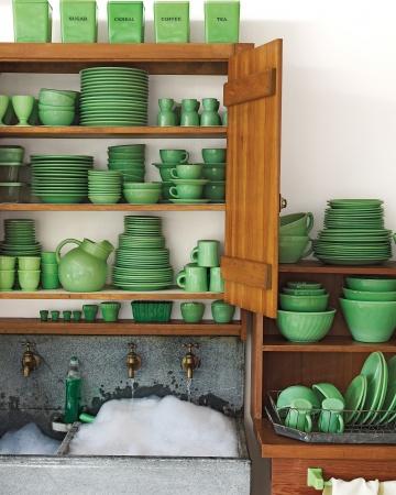 翡翠のようなくすんだグリーンの食器類.jpg