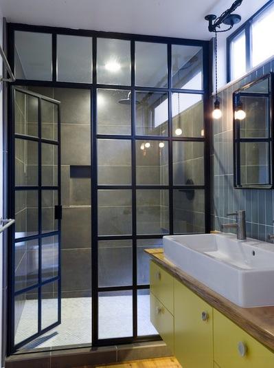 ガラス張りのシャワールーム.jpg