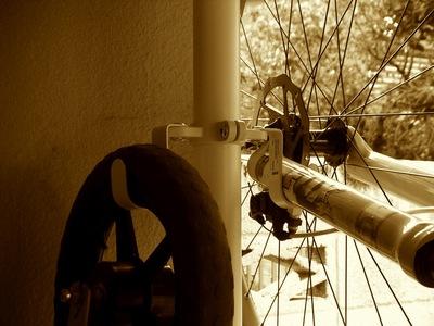 IKEAのStolmenで自転車ラックをDIY1.jpg