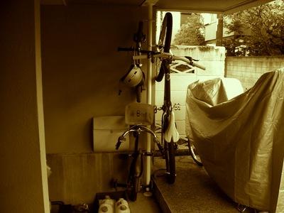 IKEAのStolmenでDIYした自転車ラックに自転車を搭載2.jpg