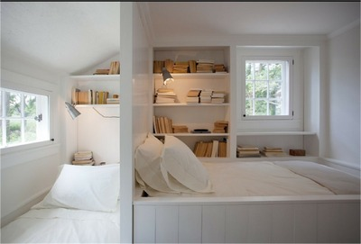 コンパクトで包まれ感のあるベッドルーム.jpg