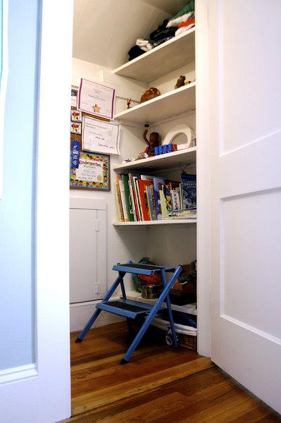 クローゼットの奥の隠し扉とベッドルーム1.jpg