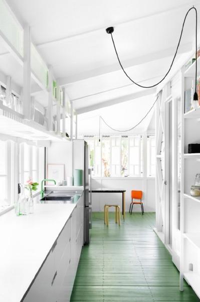 緑の床のフローリングのキッチン.jpg