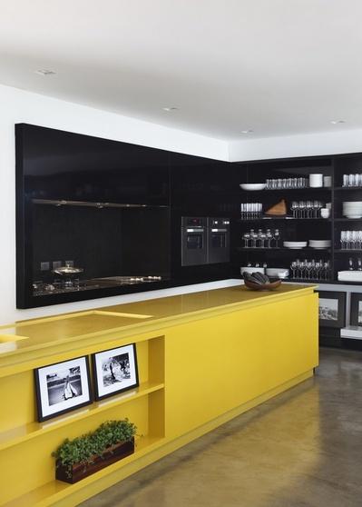 黄色いキッチンカウンター.jpg