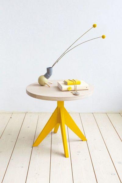 黄色いラウンドコーヒーテーブルの足.jpg